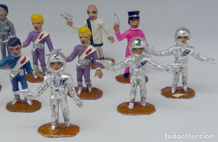 Figuras de Goma y PVC: 14 figuras Thunderbirds Comansi serie TV Caja El Alunizaje plástico años 60 - Foto 3 - 105903851