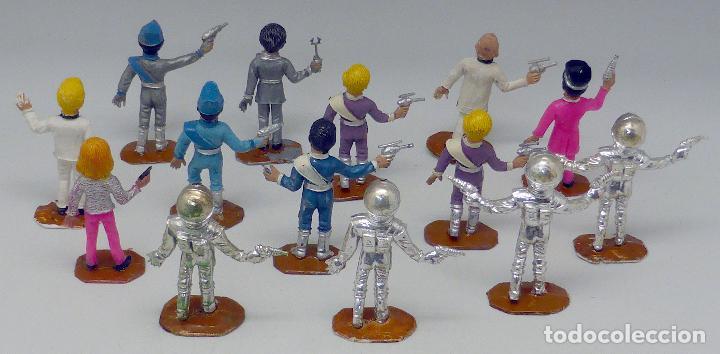 Figuras de Goma y PVC: 14 figuras Thunderbirds Comansi serie TV Caja El Alunizaje plástico años 60 - Foto 4 - 105903851