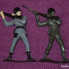 Figuras de Goma y PVC: VINTAGE - MARX - MADE IN GREAT BRITAIN - LOTE DE 2 SOLDADOS DE PLÁSTICO - MARINES USMC - HAZ OFERTA. Lote 107042727
