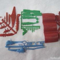 Figuras de Goma y PVC: MONTAPLEX- COLADA DE HANGAR + 2 AVIONES Y HELICOPTERO PERTENECE AL SOBRE Nº 429. Lote 107642055