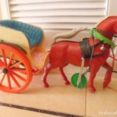 Figuras de Goma y PVC: PRECIOSO CABALLO Y CARRITO AÑOS 60. Lote 107747967
