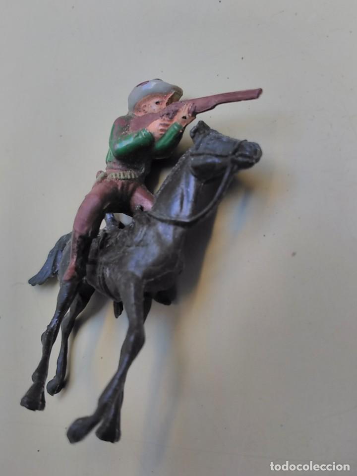 Figuras de Goma y PVC: lote comansi - 2 caballos vaquero e indio - Foto 2 - 107900813