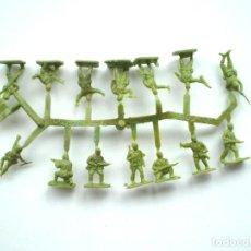 Figuras de Goma y PVC: MONTAPLEX - COLADA DE SOLDADOS JAPONESES DEL SOBRE Nº 108 COLOR VERDE. Lote 144328677