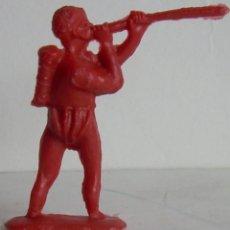 Figuras de Goma y PVC: FIGURA GUERRERO ZULU, AFRICANO EN PLASTICO, SERIE TARZAN. MONOCOLOR ROJO.CREACIONES REYMONT?.AÑOS 60. Lote 108560771