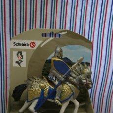 Figuras de Goma y PVC: CABALLERO GRIFFIN EN CABALLO CON LANZA DE SCHLEICH. Lote 194501540