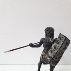 Figuras de Goma y PVC: GUERRERO AFRICANO NEGRO . REALIZADO POR ARCLA . AÑOS 50 EN GOMA. Lote 109815851