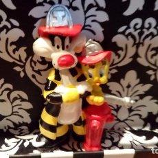 Figuras de Goma y PVC: SILVESTRE Y PIOLÍN BOMBEROS. WARNER BROS, 1998 - BULLYLAND. Lote 110126967