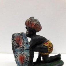 Figuras de Borracha e PVC: GUERRERO AFRICANO KAKUANA . REALIZADO POR PECH . AÑOS 50 EN GOMA . Lote 110182007