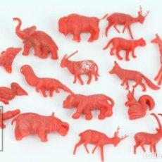 Figuras de Goma y PVC: CONJUNTO DE 16 FIGURAS DE PLÁSTICO DUNKIN - ANIMALES / FIERAS DEL ZOO - ROJO - AÑOS 60. Lote 110445019