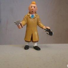 Figuras de Goma y PVC: FIGURA PVC TINTIN CON PISTOLA Y PRISMATICOS. Lote 110539608