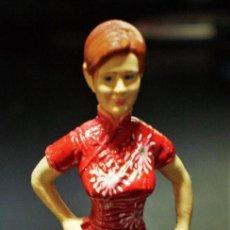 Figuras de Goma y PVC: FIGURA MARY JANE WATSON MARVEL PELÍCULA SPIDER-MAN SPIDERMAN VESTIDO ROJO 4,3CM KINDER. Lote 111067847