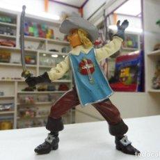 Figuras de Goma y PVC: FIGURA GOMA PVC MOSQUETERO ESPADACHÍN PLASTOY. Lote 111267947