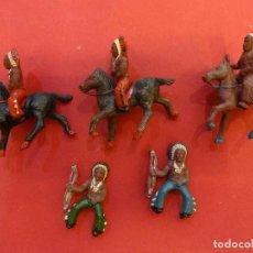 Figuras de Goma y PVC: LOTE INDIOS A CABALLO PEQUEÑO FORMATO MARCA PECH?. ORIGINAL AÑOS 1950S. Lote 111340919