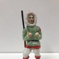Figuras de Goma y PVC: ESQUIMAL CON RIFLE . REALIZADO POR SOTORRES . AÑOS 50 EN GOMA. Lote 111531499
