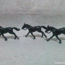 Figuras de Goma y PVC: LOTE DE TRES CABALLOS DE PLASTICO - AÑOS 1970/80.. Lote 111538751