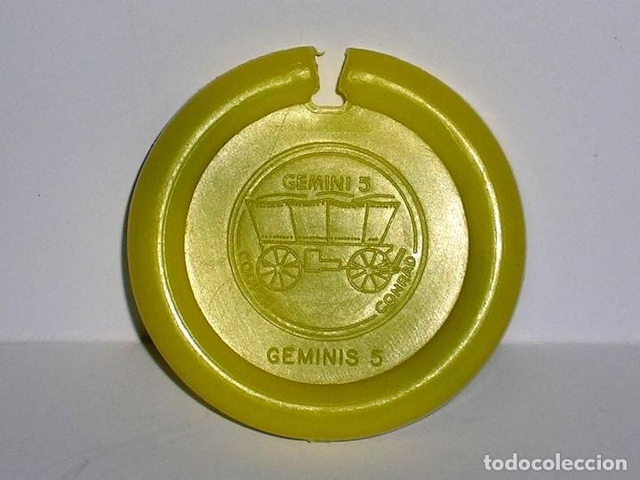 Figuras de Goma y PVC: Geminis 5 *amarillo* Disco Platillo Space, incluye impulsor, Dunkin o similar, original años 70. - Foto 4 - 111572995