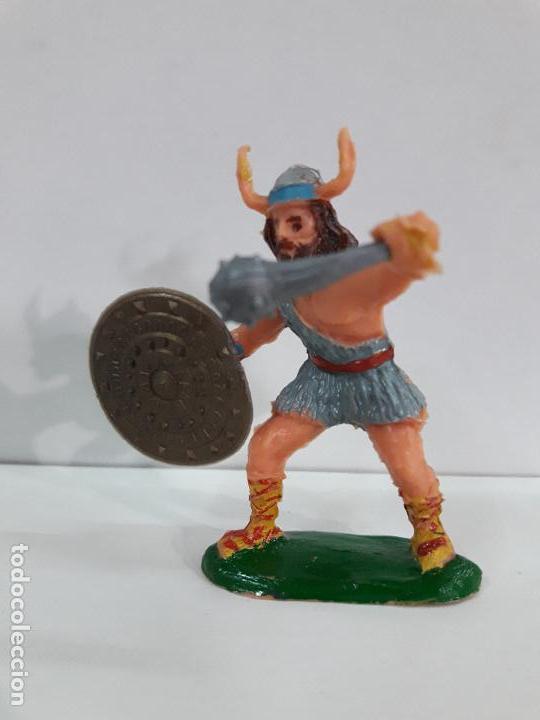 Figuras de Goma y PVC: VIKINGO CON SUS ACCESORIOS . SERIE EL CAPITAN TRUENO . REALIZADO POR ESTEREOPLAST . AÑOS 60 - Foto 3 - 111627035