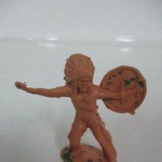 Figuras de Goma y PVC: FIGURA INDIO GUERRERO - CON ESCUDO - AÑOS 60-70. Lote 111686651