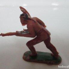 Figuras de Goma y PVC: FIGURA INDIO GUERRERO - CON RIFLE - AÑOS 60-70. Lote 111687535
