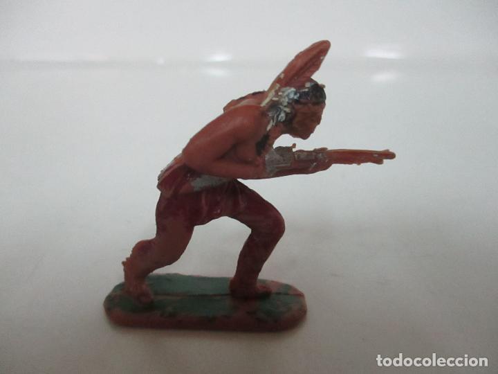 Figuras de Goma y PVC: Figura Indio Guerrero - con Rifle - Años 60-70 - Foto 4 - 111687535