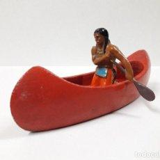 Figuras de Goma y PVC: CANOA INDIA CON REMERO INDIO . FIGURA REAMSA . AÑOS 50 MADERA Y GOMA. Lote 111835499