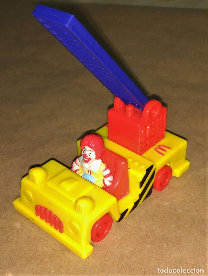 Figuras de Goma y PVC: Figura Ronald McDonald bombero camión escalera Happy Meal Mc Donalds 1995 payaso - Foto 2 - 112016615