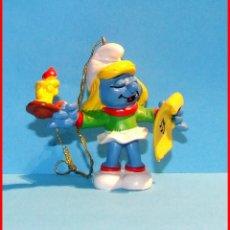 Figuras de Goma y PVC: PITUFOS NAVIDAD SCHLEICH 51909 PITUFINA DE NAVIDAD CON CANDELABRO. Lote 112090772