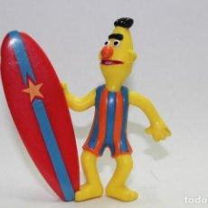 Figuras de Goma y PVC: BARRIO SESAMO BLAS CON TABLA DE SURF DE EPI Y BLAS MARCA APPLAUSE MUPPETS. Lote 112371787
