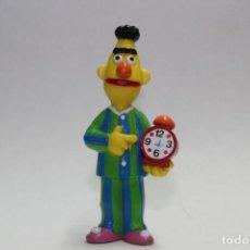 Figuras de Goma y PVC: BARRIO SESAMO BLAS EN PIJAMA CON RELOJ DE EPI Y BLAS MARCA APPLAUSE MUPPETS. Lote 112371831