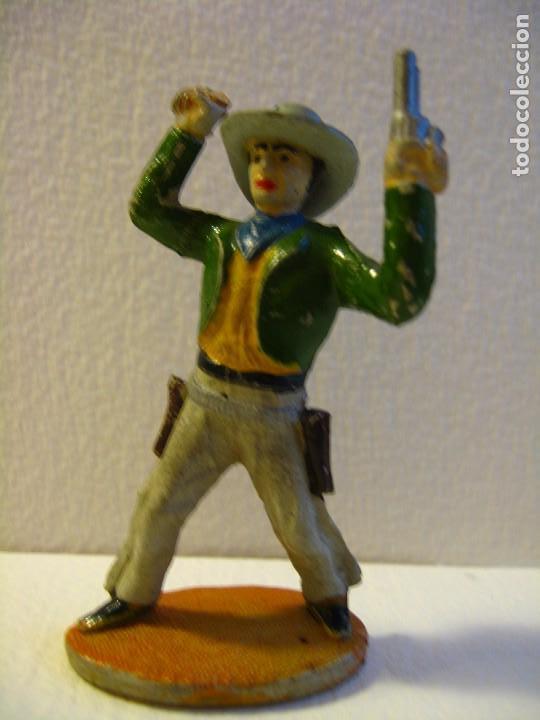 VAQUERO BRAZOS EN ALTO DE SOTORRES, GOMA, AÑOS 50. (Juguetes - Figuras de Goma y Pvc - Sotorres)