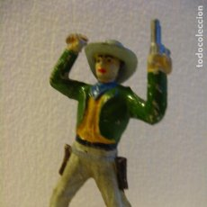 Figuras de Goma y PVC: VAQUERO BRAZOS EN ALTO DE SOTORRES, GOMA, AÑOS 50.. Lote 74972035