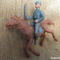Figuras de Goma y PVC: ANTIGUA FIGURA JECSAN SOLDADO MILITAR CON RIFLE MONTADO A CABALLO. Lote 112621019
