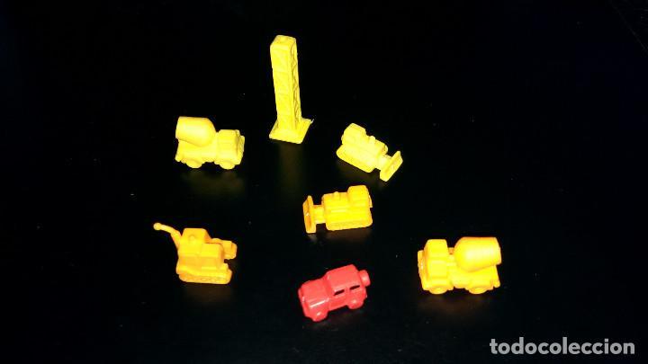 7 FIGURAS PEQUEÑAS TIPO DUNKIN MONOCOLOR EXCAVADORA JEEP 4X4 HORMIGONERA TORRE CONSTRUCCIÓN 1-2 CM (Juguetes - Figuras de Goma y Pvc - Otras)