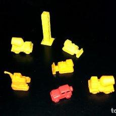 Figuras de Goma y PVC: 7 FIGURAS PEQUEÑAS TIPO DUNKIN MONOCOLOR EXCAVADORA JEEP 4X4 HORMIGONERA TORRE CONSTRUCCIÓN 1-2 CM. Lote 112658543