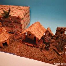Figuras de Goma y PVC: CONJUNTO DIORAMA CHOZAS PARA FIGURAS EN CAJA ORIGINAL. Lote 112719955