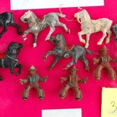 Figuras de Goma y PVC: INDIOS VAQUEROS Y CABALLOS LAFREDO. LOTE. ( REF RYE ). Lote 112818211