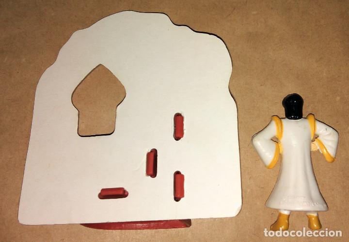 Figuras de Goma y PVC: Figura Aladdin y el rey de los ladrones Aladín con escenario Happy Meal Mc Donalds 1992 1996 - Foto 2 - 112839675