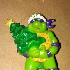 Figuras de Goma y PVC: FIGURA DONATELLO TORTUGAS NINJA TMNT 90 DISFRAZ NAVIDEÑO PAPÁ NOEL SANTA CLAUS ÁRBOL NAVIDAD. Lote 112839931