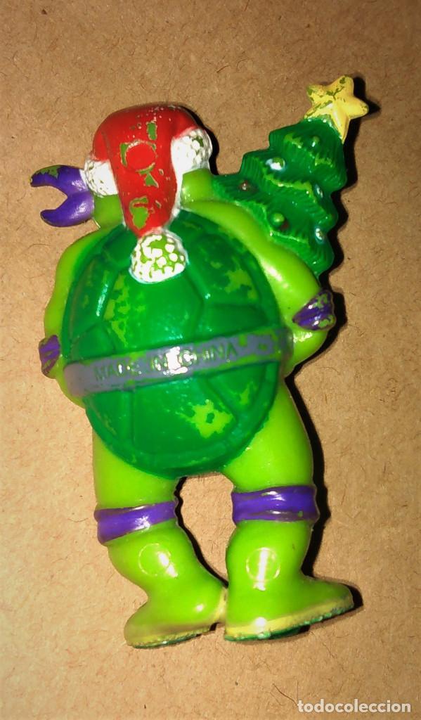 Figuras de Goma y PVC: Figura Donatello Tortugas Ninja TMNT 90 disfraz navideño papá noel santa claus árbol navidad - Foto 2 - 112839931