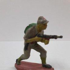 Figuras de Goma y PVC: SOLDADO JAPONES . REALIZADO POR PECH . AÑOS 50 EN GOMA. Lote 112889731
