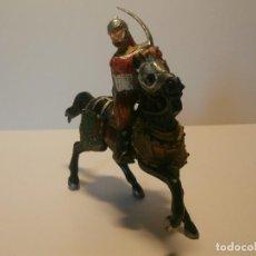 Figuras de Goma y PVC: GUERRERO A CABALLO 3 BUEN ESTADO. Lote 112889911