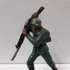 Figuras de Goma y PVC: SOLDADO ALEMAN . REALIZADO POR PECH . AÑOS 60. Lote 113098507