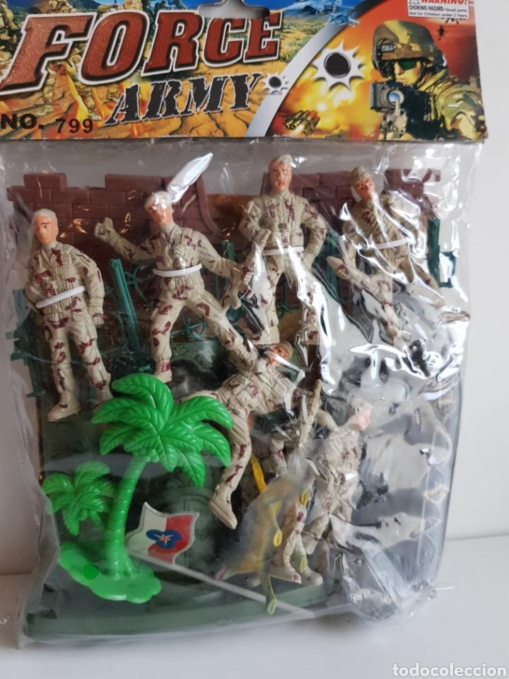 Figuras de Goma y PVC: FORCES ARMY NÚMERO 799 SOLDADOS DE PLASTICO CON CASTILLO Y LANCHA MOTORA DE 8CMS - Foto 2 - 113597658