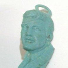 Figuras de Goma y PVC: PREMIUM PIPAS CHURRUCA, PIN PLASTICO EL SANTO. Lote 114567119