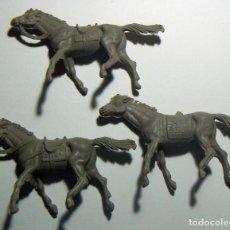 Figuras de Goma y PVC: 3 CABALLOS DEL OESTE. Lote 114810791