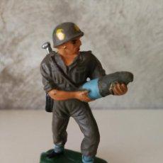Figuras de Goma y PVC: SOLDADO ARTILLERIA AMERICANO PECH EN GOMA AÑOS 50. Lote 114989155