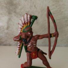 Figuras de Goma y PVC: ARQUERO GUERRERO INDIO EN GOMA DE LAFREDO AÑOS 50. Lote 115034439