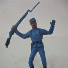 Figuras de Goma y PVC: SOLDADO YANKEE 7º DE CABALLERÍA - CON RIFLE - AÑOS 60-70. Lote 115050239