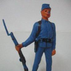 Figuras de Goma y PVC: SOLDADO YANKEE 7º DE CABALLERÍA - CON RIFLE - AÑOS 60-70. Lote 115050339