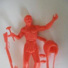 Figuras de Goma y PVC: GUERRERO INDIO 12 CM PLÁSTICO KIOSKO AÑOS 60 - 70 SIN USO. Lote 115292807